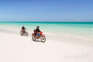 Bikers sur la plage, Ambatomilo , Madagascar