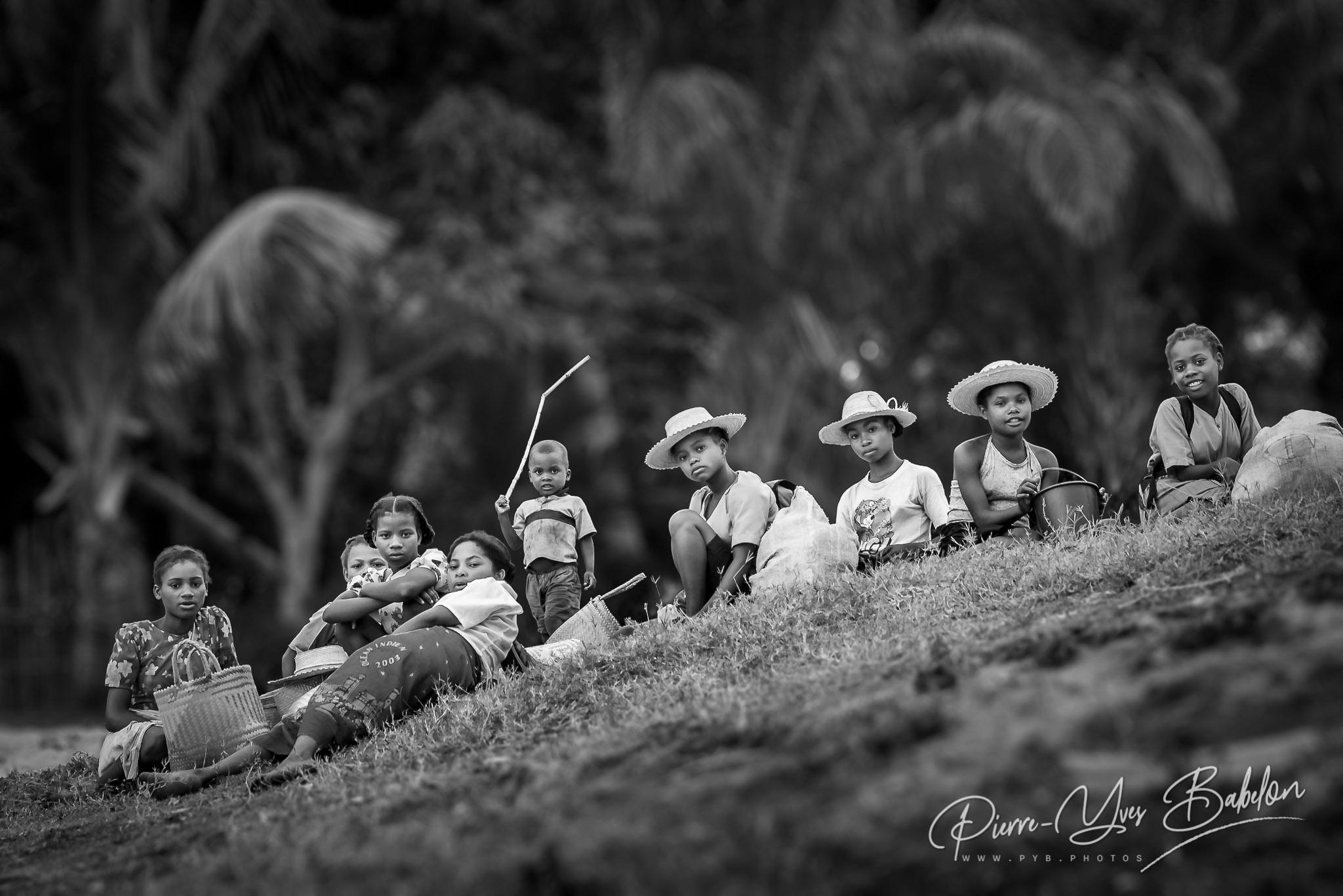 Enfants d'Ambohitsara, canal des Pangalanes, Madagascar
