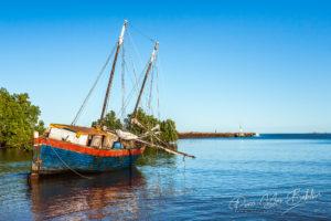 Goélette au port d'Analalava, Madagascar