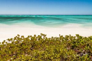 Lagon idyllique transparent et plage de sable dans le sud-ouest de Madagascar