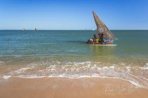 Départ pour la pêche des marins près du village de pêcheurs d'Antsanitia, Madagascar.