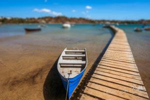 Canoë sur le ponton de la marina de Diego Suarez, Madagascar.