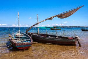 Bateau de pêche traditionnel dans la baie de Diego Suarez, Madagascar