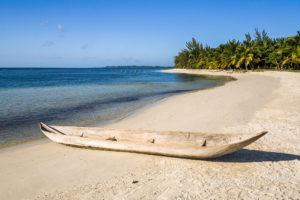 Pirogue à l'île aux Nattes, Île Sainte-Marie, Madagascar