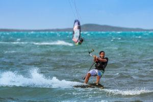 Windsurf et kitesurf, baie de Diego Suarez, Madagascar.