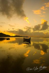 Lever du jour sur le lac Rasoabe, Manambato, Madagascar