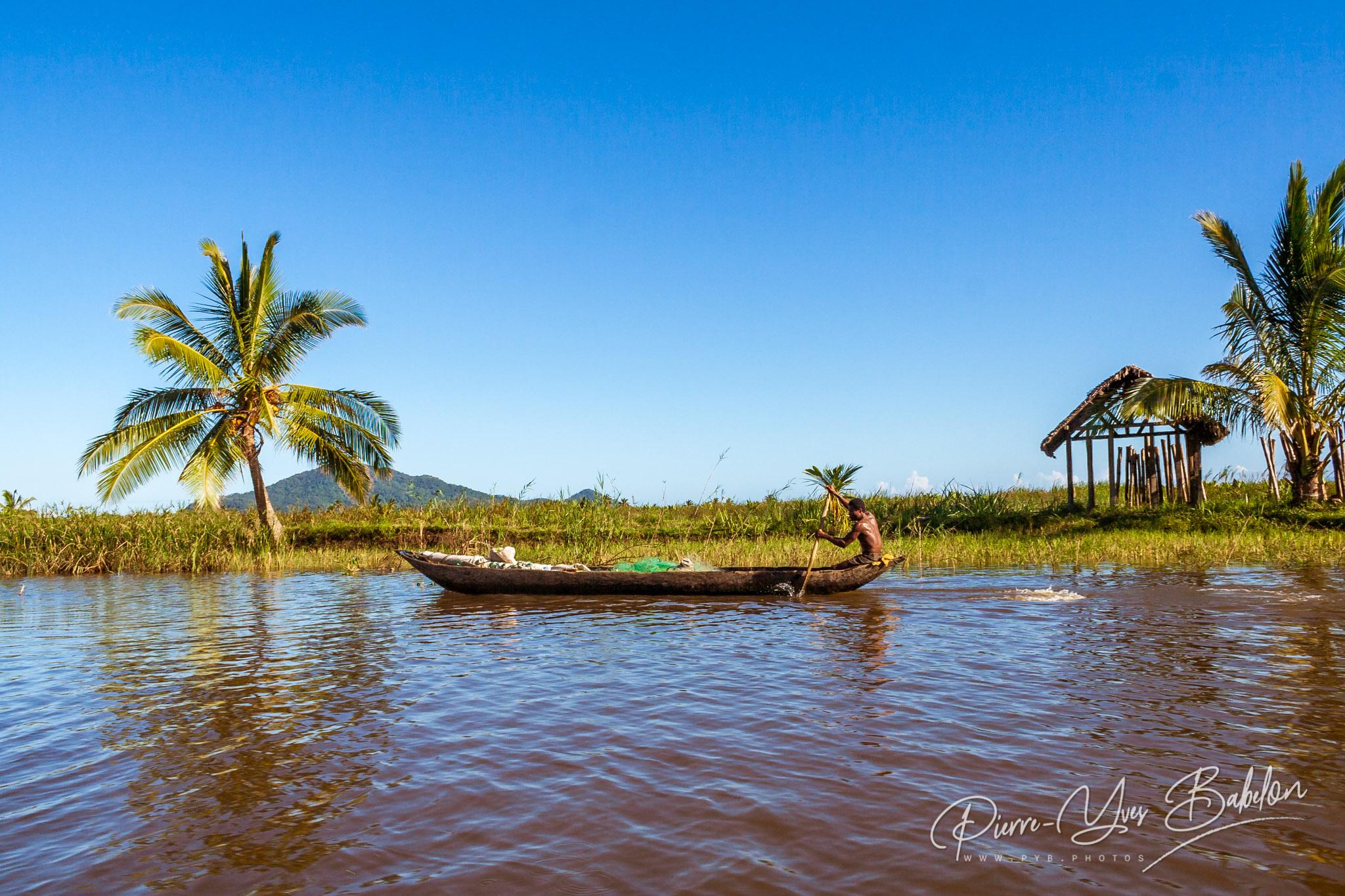 Dugout canoe driver