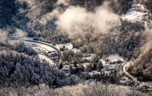 Vue aérienne de la campagne enneigée. Saint Martin d'Uriage, France