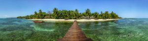 Sur le ponton du Princesse Bora à l'île Sainte Marie, Madagascar
