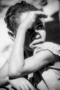 Portrait de jeune malgache Sakalava le long du fleuve Tsiribihina, Madagascar