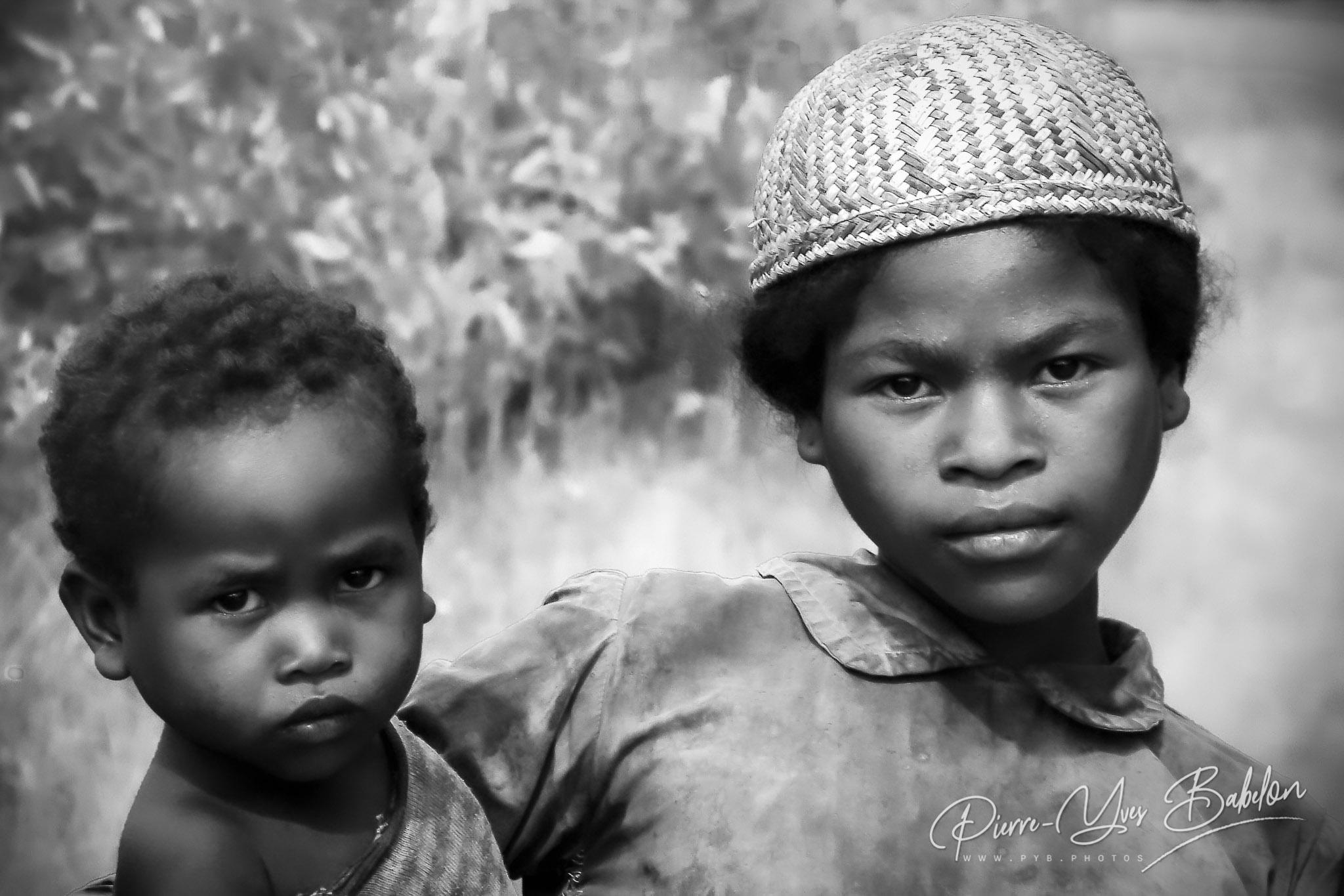 Enfants Betsileo près de Fianarantsoa, Madagascar