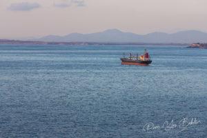 Navire porte-conteneurs amarré, Baie de Valparaiso, Chili