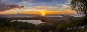 Coucher de soleil sur l'île de Nosy Be vue du Mont Passot, au nord de Madagascar