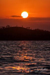 Coucher de soleil sur le canal des Pangalanes, à l'est de Madagascar