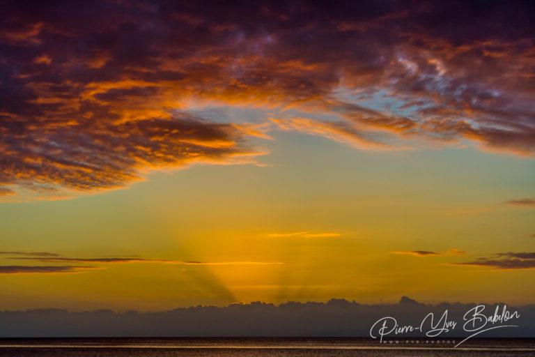 Paysage nuageux au coucher du soleil
