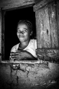 Femme malgache des villages tribaux le long de la rivière Tsiribihina, Madagascar