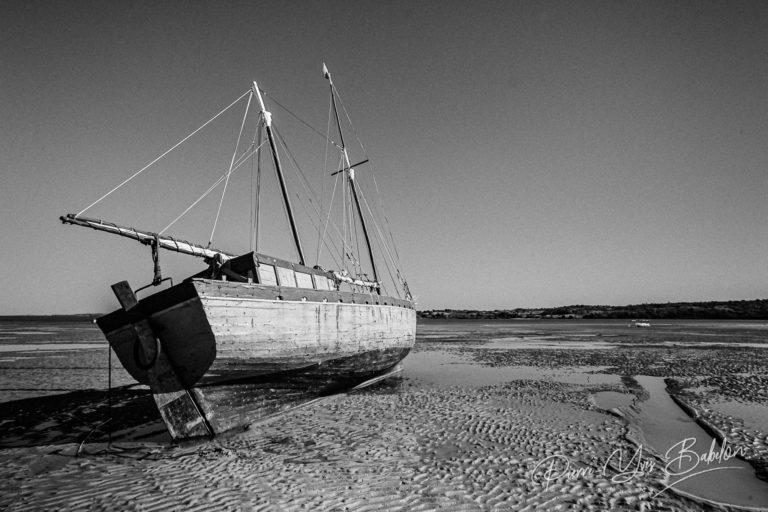 Goélette malgache à marée basse
