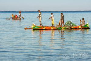 Scène de pêche des pêcheurs malgaches de l'ethnie Vezo dans la lagune d'Ambatomilo au sud-ouest de Madagascar