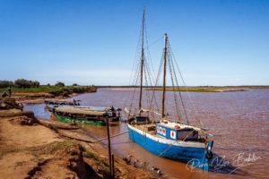 Goélette et barges taxi, Belo sur Tsiribihina, Madagascar