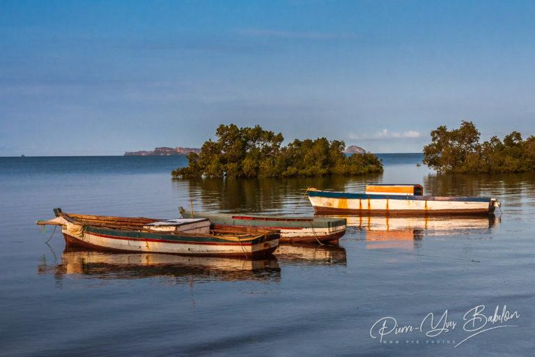 Trois bateaux de pêche traditionnels