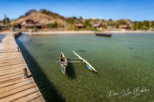 Pirogue à balancier sur le ponton de la marina de Diego Suarez (Antsiranana), au nord de Madagascar