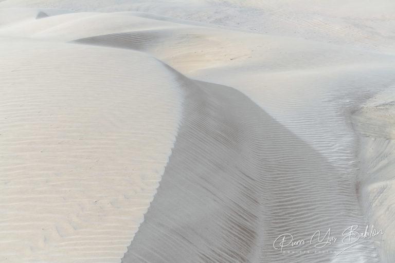 Ondulations de sable blanc