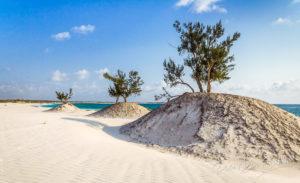 Dune sur la plage d'Itampolo, Madagascar