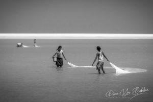 Des pêcheuses de crevettes à Morondava, dans l'ouest de Madagascar.