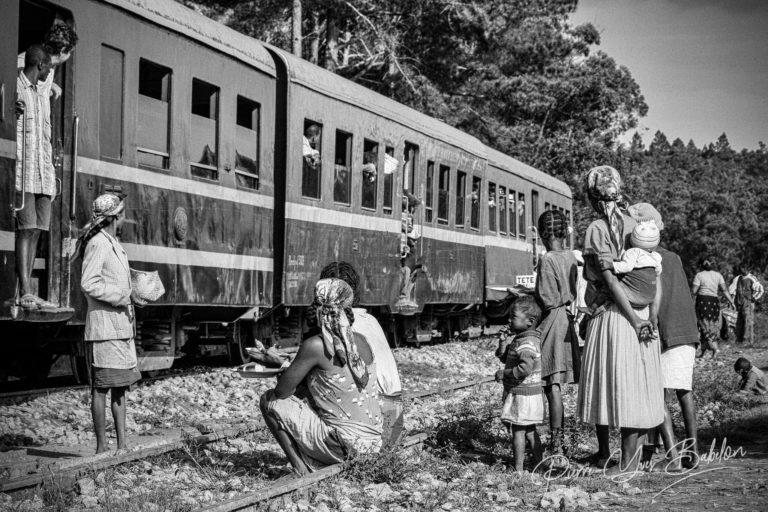 Arrêt en gare du train Fianarantsoa - Côte Est, Madagascar
