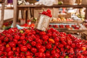 Etal de piments forts dans un marché de Madagascar