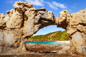 Les rochers de la plage nord de l'île de Tsarabanjina, Madagascar