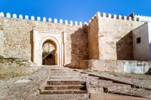 Porte d'entrée de la Kasbah dans la médina de Tanger, au nord du Maroc